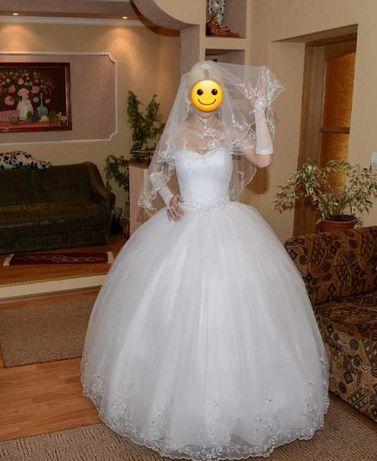 Весільне плаття розмір 42 або (S)