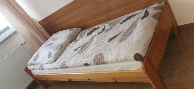 Sprzedam łóżka sosnowe z materacami
