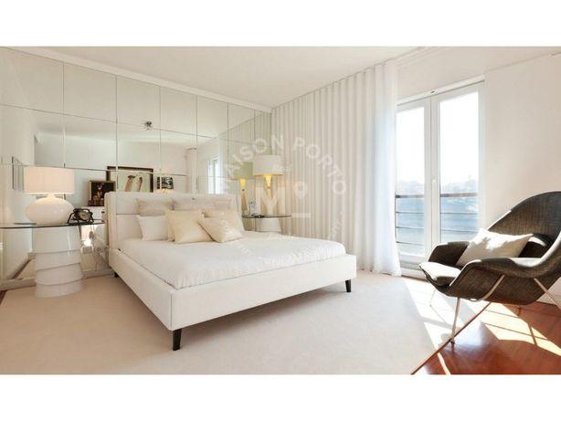 Apartamento T4 com Suites, Varandas e Garagem com Vista R...