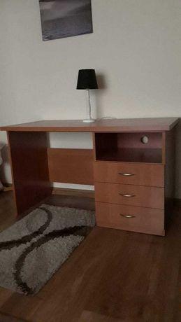 Duże, pojemne biurko