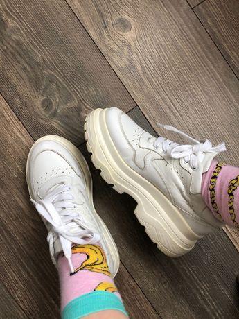 Кожаные белые кроссовки на толстой подошве платформе от Vovk 38 р