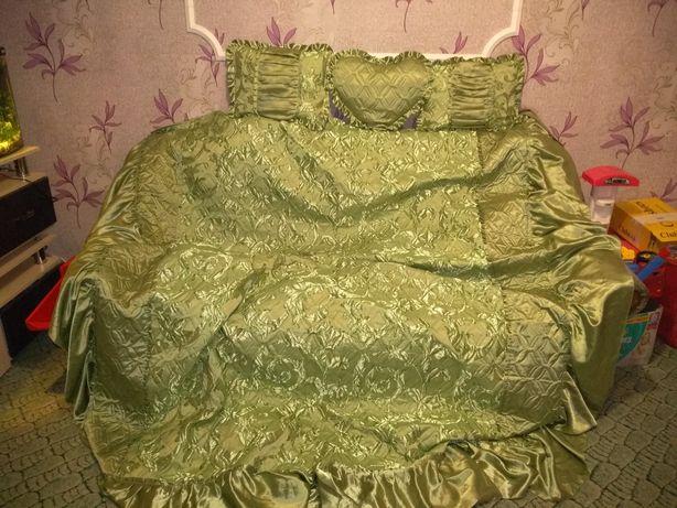 Продам покрывало на двуспальную кровать.