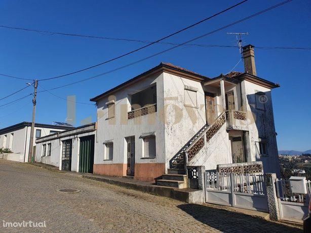 Moradia T5, Em Figueiró (Santa Cristina), Amarante