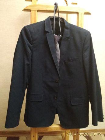 Продам школьный костюм тёмно-синего цвета в клетку на крупного мальчик