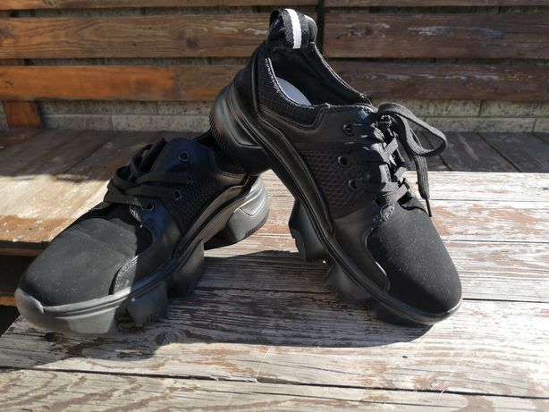 Czarne buty sportowe snekersy