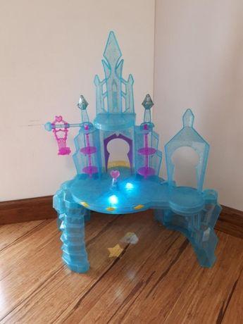MLP Kryształowe Królestwo, świecący zamek