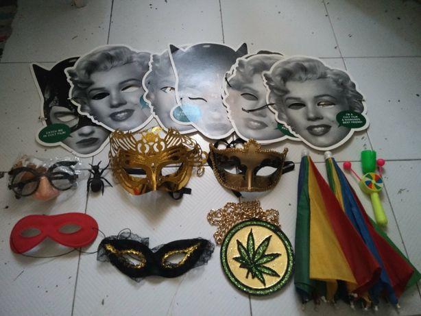 Máscaras e Capa de Carnaval