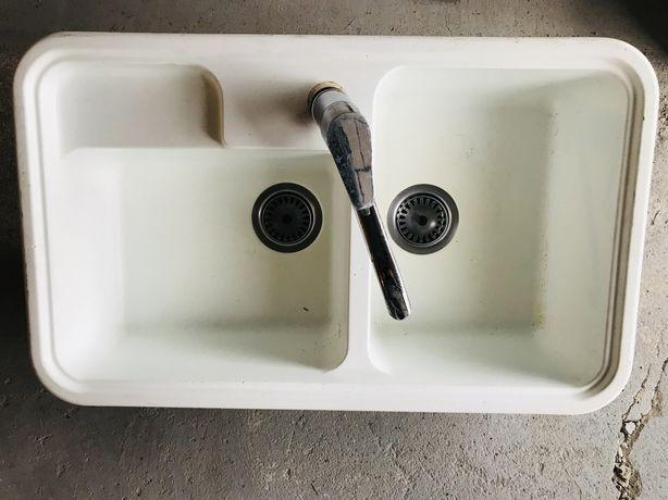 Zlew kuchenny dwu komorowy