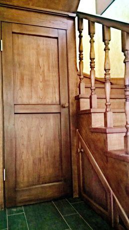 Деревянная лестница в дом