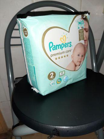 Подгузники Pampers 2 + подгузники для плаванья huggies 7шт