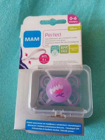 Smoczek mam 0 do 6 miesięcy Perfect z pudełkiem do sterylizacji