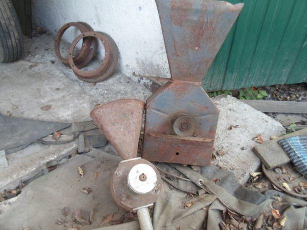 Зернодробилка-крупорушка