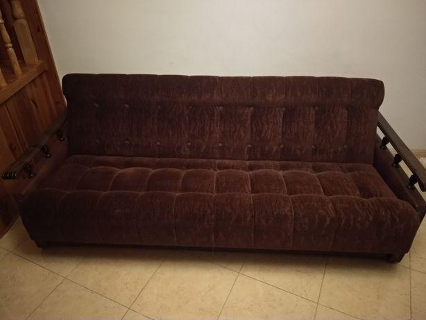 Wersalka rozkładana, dwa fotele i dwie pufy, komplet wypoczynkowy
