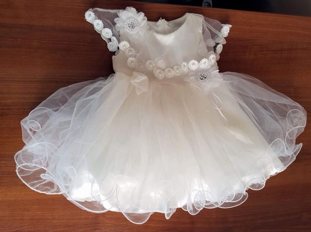 Prześliczna sukieneczka do chrztu