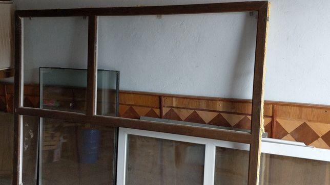 Вікно на балкон