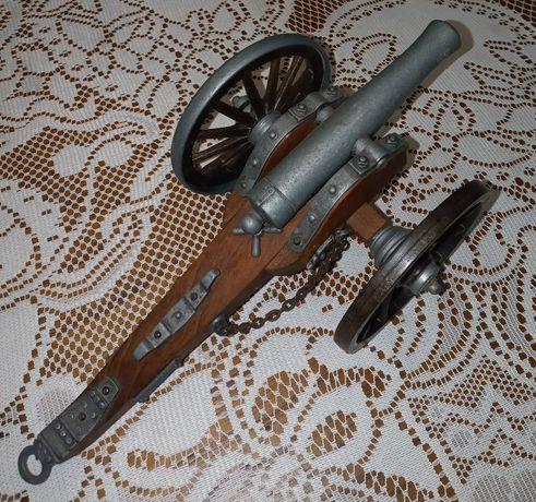Réplica de canhão de guerra