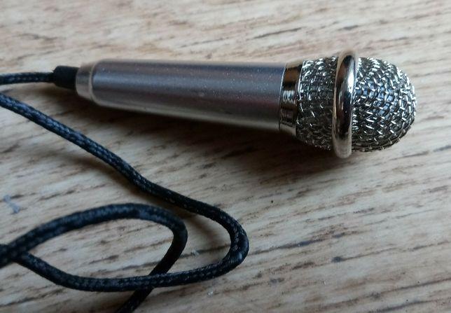 Mikrofon retro na przewodzie