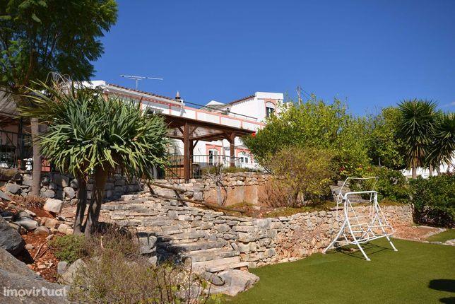 Casa Algarvia V4  com vista para o campo e mar
