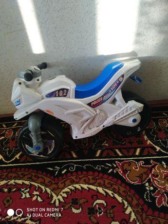 Мотоцикл для катания малыша