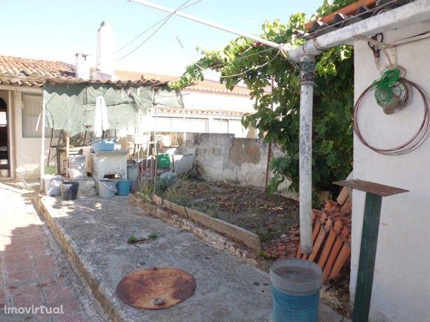 Moradia V2 localizada na aldeia de Penedo Gordo, perto da...