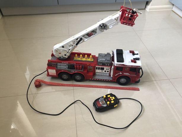 Zdalnie sterowany duży wóz strażacki