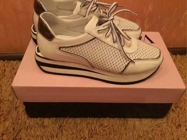 Белые новые кожаные кроссовки кеды
