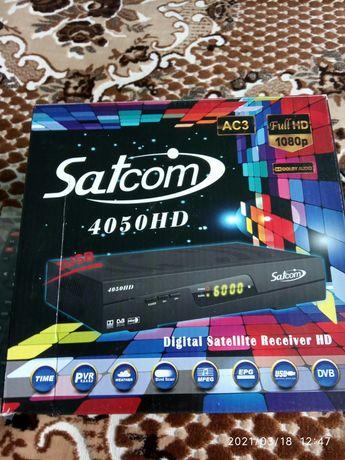 Спутниковый ресивер Satcom 4050HD