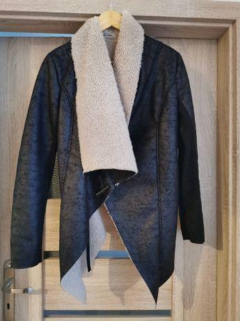 Czarny włoski kożuszek kurtka futerko waterfall wiosna 2020 uni