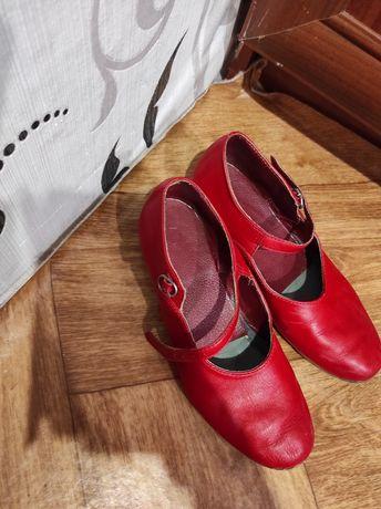 Продам Туфлі червоні