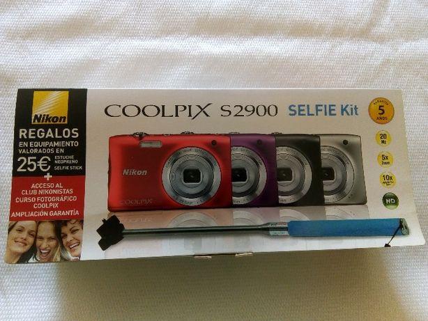 Máquina Fotográfica Nikon Coolpix S2900 SELFIE Kit
