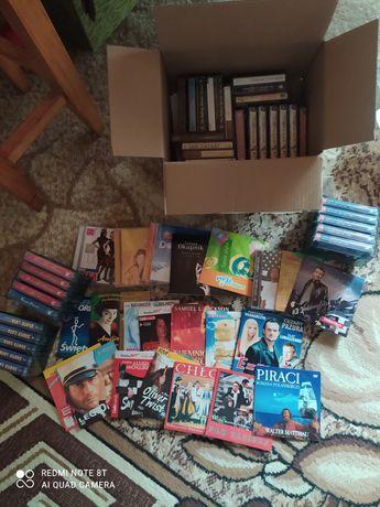 Duże pudło starych kaset do magnetofonu + płyty CD oraz filmy