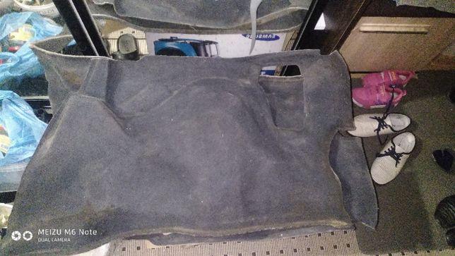 Обшивка багажніка, коври салону