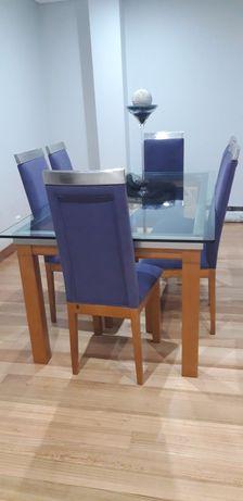 Mesa,cadeiras, móvel bar e móvel TV