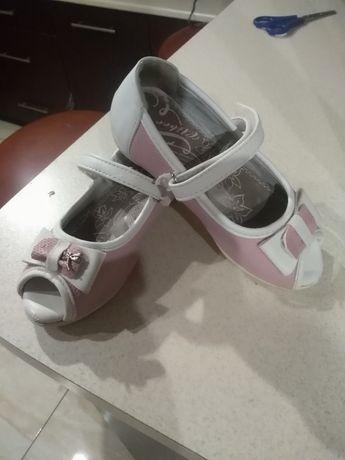 Sandałki dla dziewczynki r. 26
