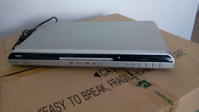 Sanyo Leitor de DVD 7200 DX com comando e caixa AVARIADO