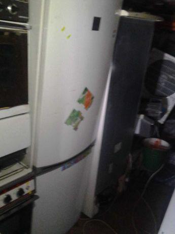 Холодильник Zanussi. с электронным таблом. высота 2метра.