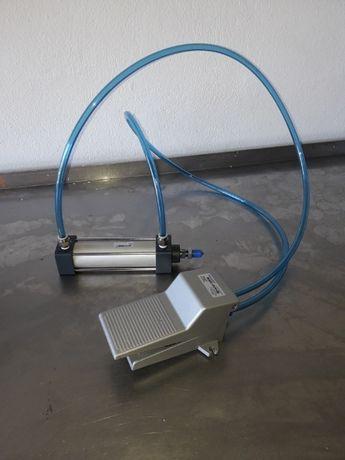 Cilindro Pneumático e Válvula Pé Pneumática