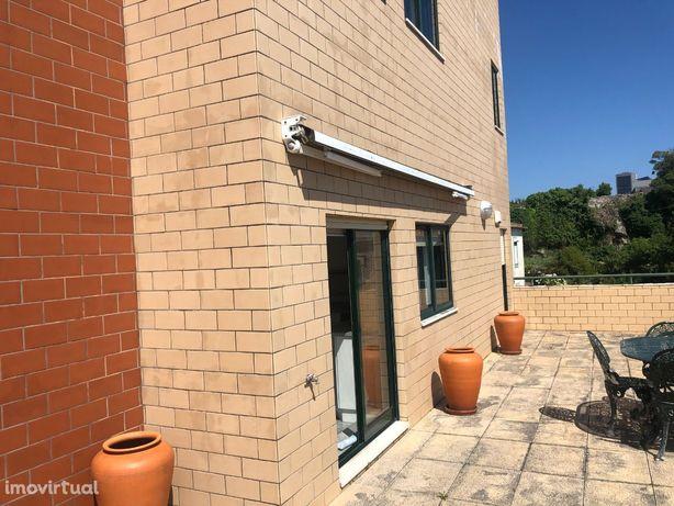 Bom Apartamento T3 de 3 Frentes com Terraço - Ao Freixieiro