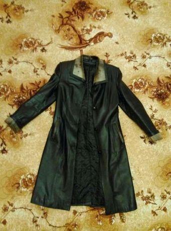 Кожаное женское пальто плащ