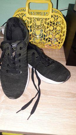 Продам кроссовки 38,39
