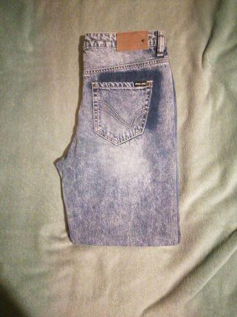 Nowe spodnie dżinsowe rurki