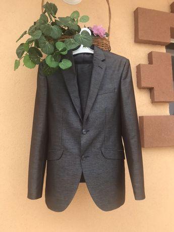 Костюм брючный классический деловой выпускной, свадебный
