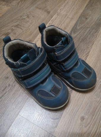 Продам ботинки на мальчика осень весна