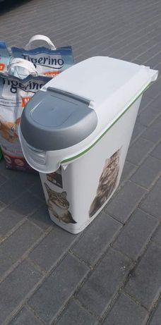 Pojemnik na karmę dla kota Curver 10kg
