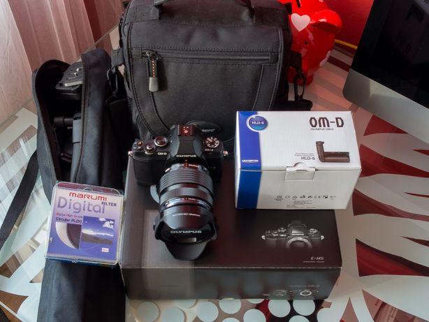 Olympus OM-D E-M5 + Obiektyw 12-40 mm 1 : 2.8 PRO + Akcesoria !