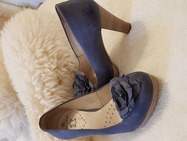 Skórzane, buty na obcasie, 38