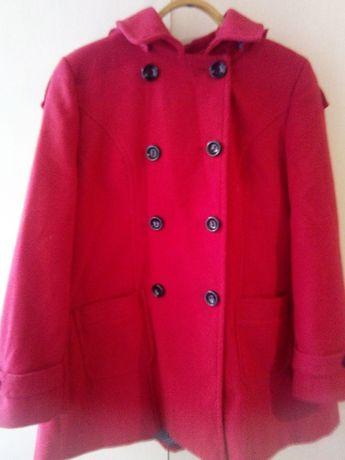 Пальто на женщину красное 50-52размер
