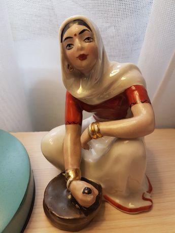 Статуэтка фарфоровая Индианка с жерновами, О.Жникруп