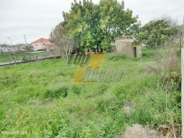 Terreno urbano com 322 m2 - POSSIBILIDADE DE CONSTRUÇÃO C...