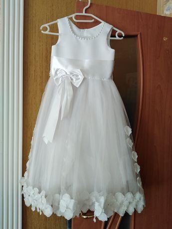 Плаття біле на причасття
